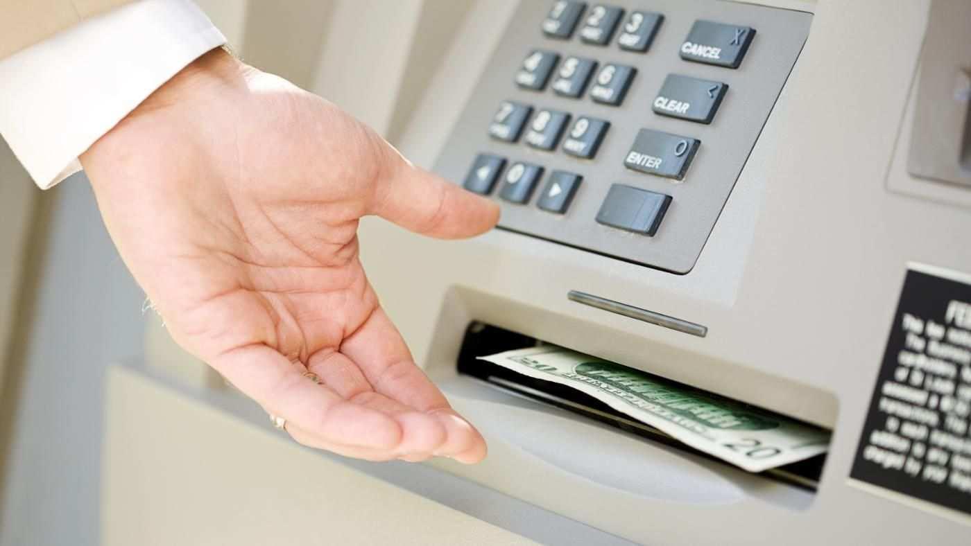 Cần lưu ý những gì khi chuyển tiền qua ATM cùng ngân hàng